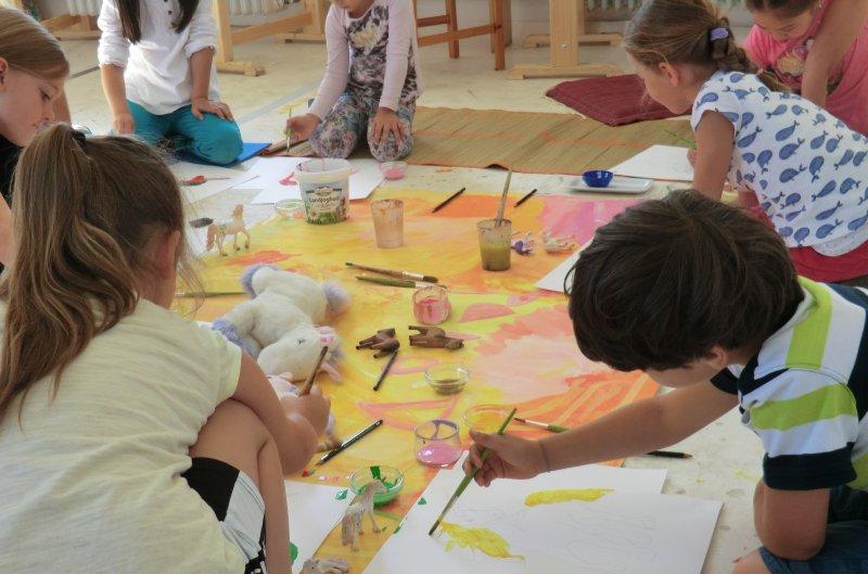 Kinder im Atelier in Freiburg